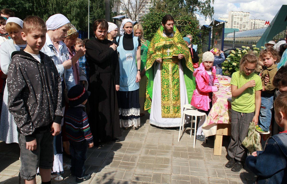 http://www.newmartyros.ru/sites/default/files/Foto_news/Detskaya_Liturgia/2014/06_12/img_5622.jpg